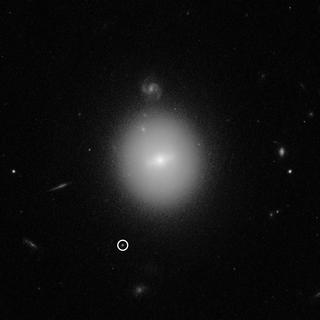 哈伯望远镜发现的难以捉摸的天体可能是中型黑洞