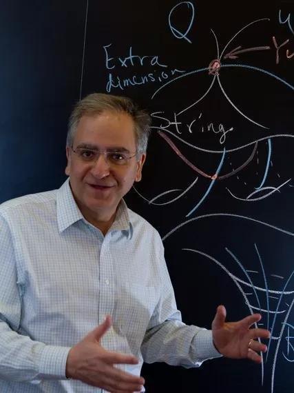 弦论与暗能量相悖?反而是弦论往前的关键一步