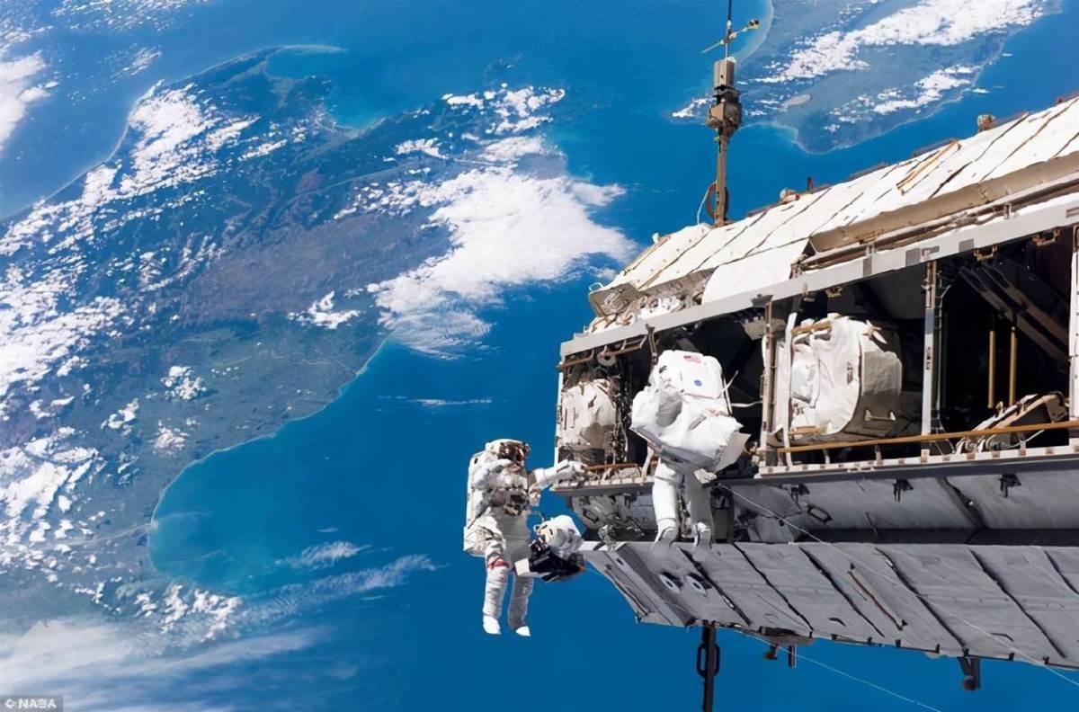 【科學科普】星球為什麼能漂浮太空而不往下墜落呢?認知錯覺蒙蔽了我們雙眼