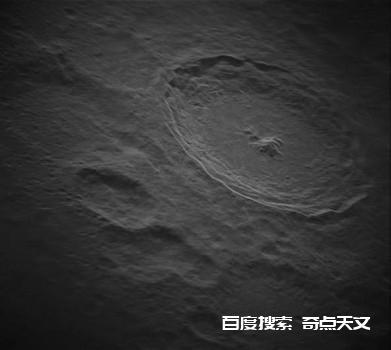 射电望远镜拍摄月球第谷陨石坑错综复杂的细节