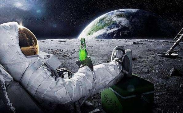 如果把一个人放到月球背面,这个人是先窒息还是先冻死?