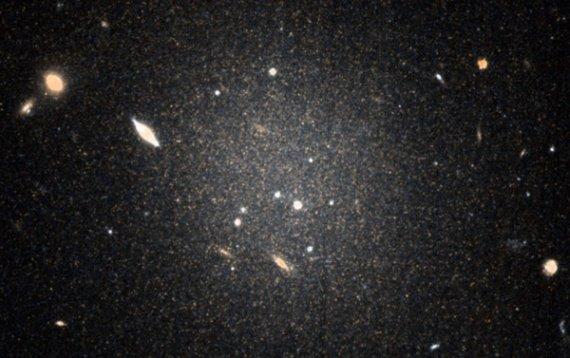 哈伯望远镜最新重大发现,没有暗物质的星系确实存在
