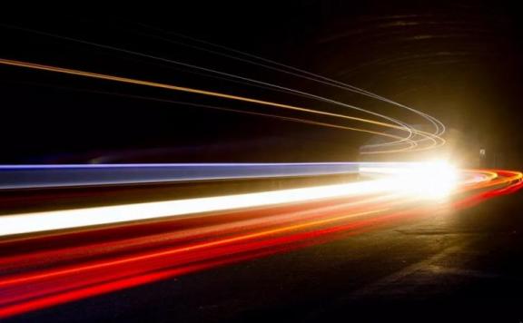 光速并非恒定而是越来越慢?或突破相对论