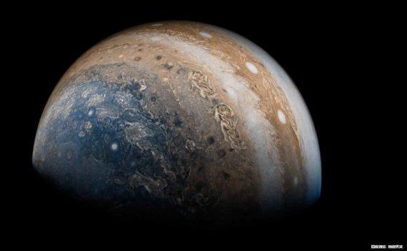 天文学家揭秘,热木星如何变身巨无霸?