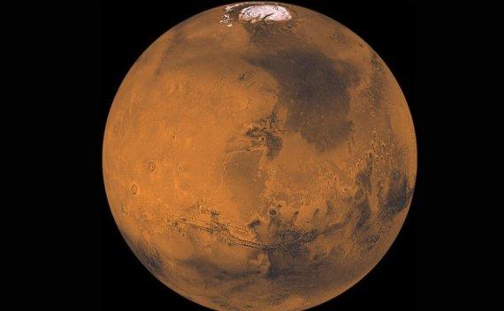火星两极神秘的摇摆