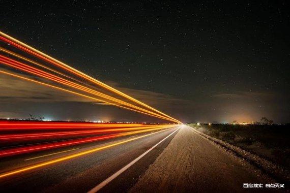 听说一切物体在时空中的速度都是光速c?