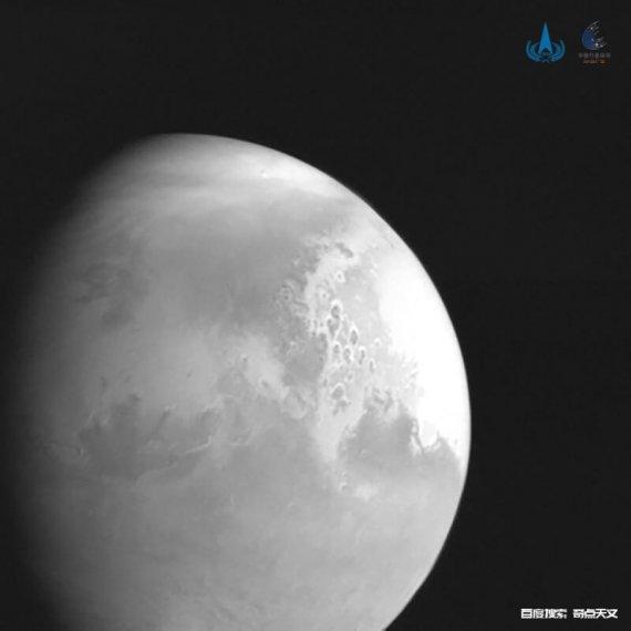「天问一号」传回首幅火星图像