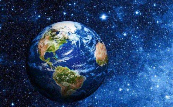 地球在向月球施力的同时我们地球也会有形变