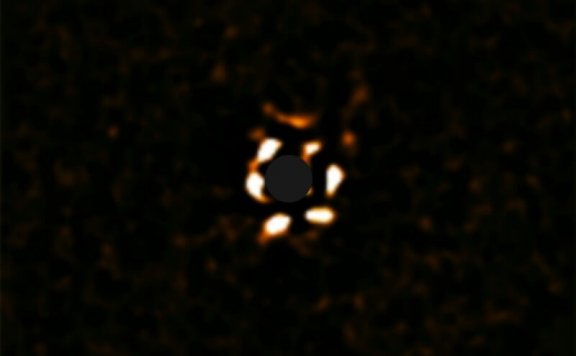 距类太阳恒星遥远的巨大气体行星,困扰着天文学家