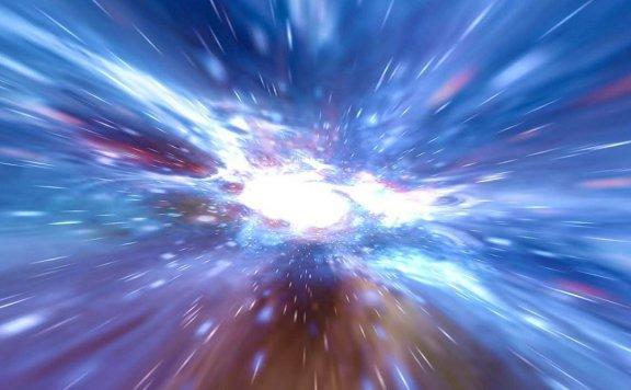 如果有人以光速飞到宇宙中,1天后回到地球,他还能见到家人吗?