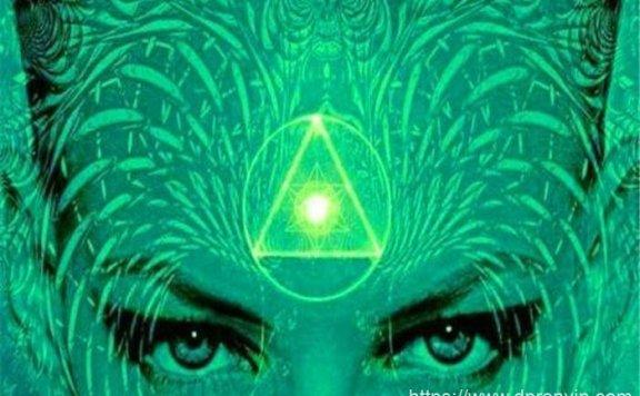 人类会有「第3隻眼」吗?为何手指靠近眉心时,会有异样感觉