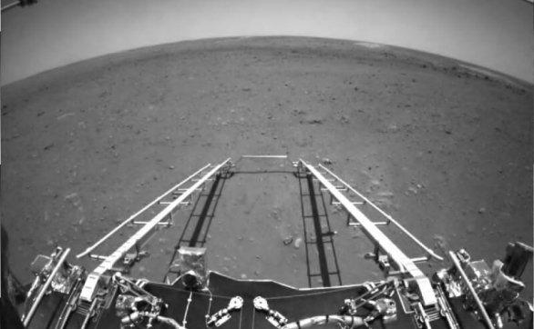 中国的火星探测车开始在火星上游