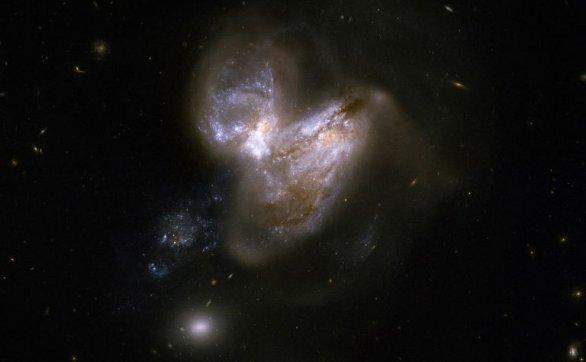 较重的恒星可能不会像超新星那样爆炸,只是悄悄地内爆成黑洞
